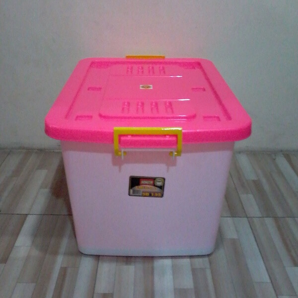 Container Plastik Hongta 135 Liter
